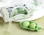 Two Peas in a Pod - Ceramic Salt & Pepper Shakers in Ivy Print Gift Box 23008GN